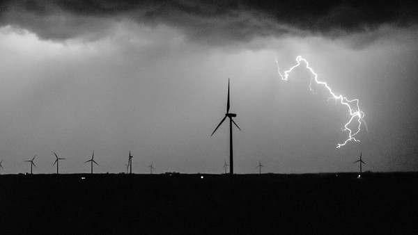 Thunderstorm over a wind farm near Schleswig, Iowa